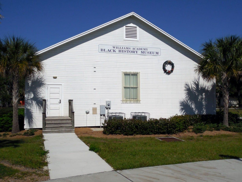 Museo de la Sociedad de Historia Negra de Fort Myers, vista del Parque Clemente. Fort Myers Estados Unidos