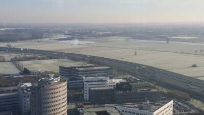 No todo el Hertogenbosch de's se compone de edificios medievales - aquí hay una vista hacia el sur de la ciudad Bolduque Países Bajos