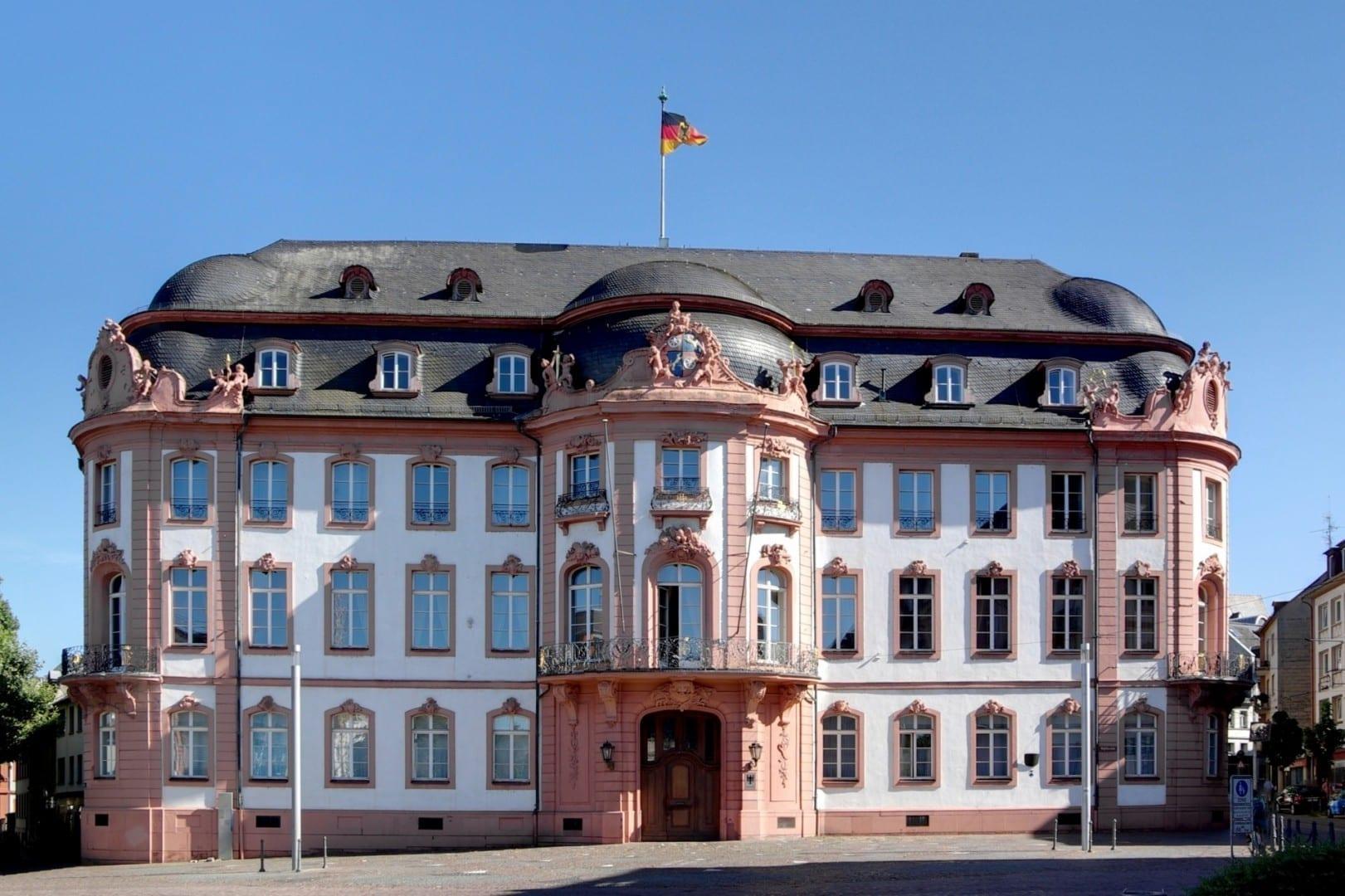 Osteiner Hof, un edificio rococó que solía ser la sede gubernamental de la región Maguncia Alemania