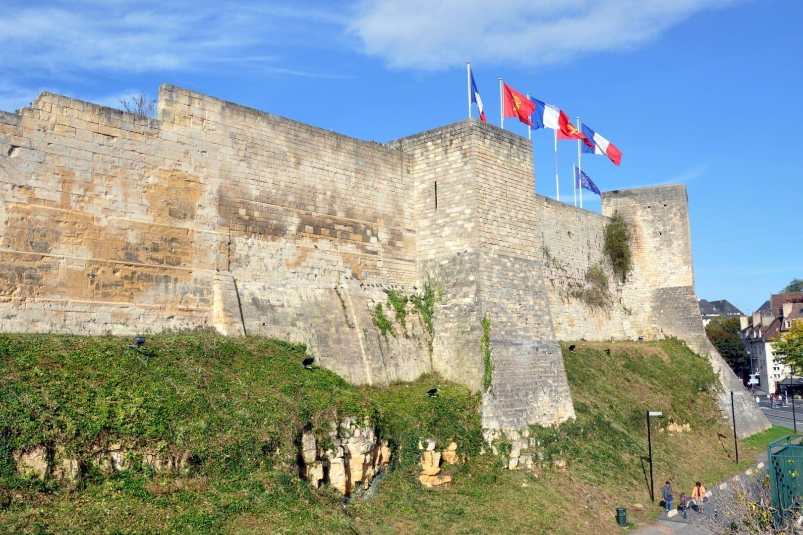 Parte del Castillo de Caen Caen Francia