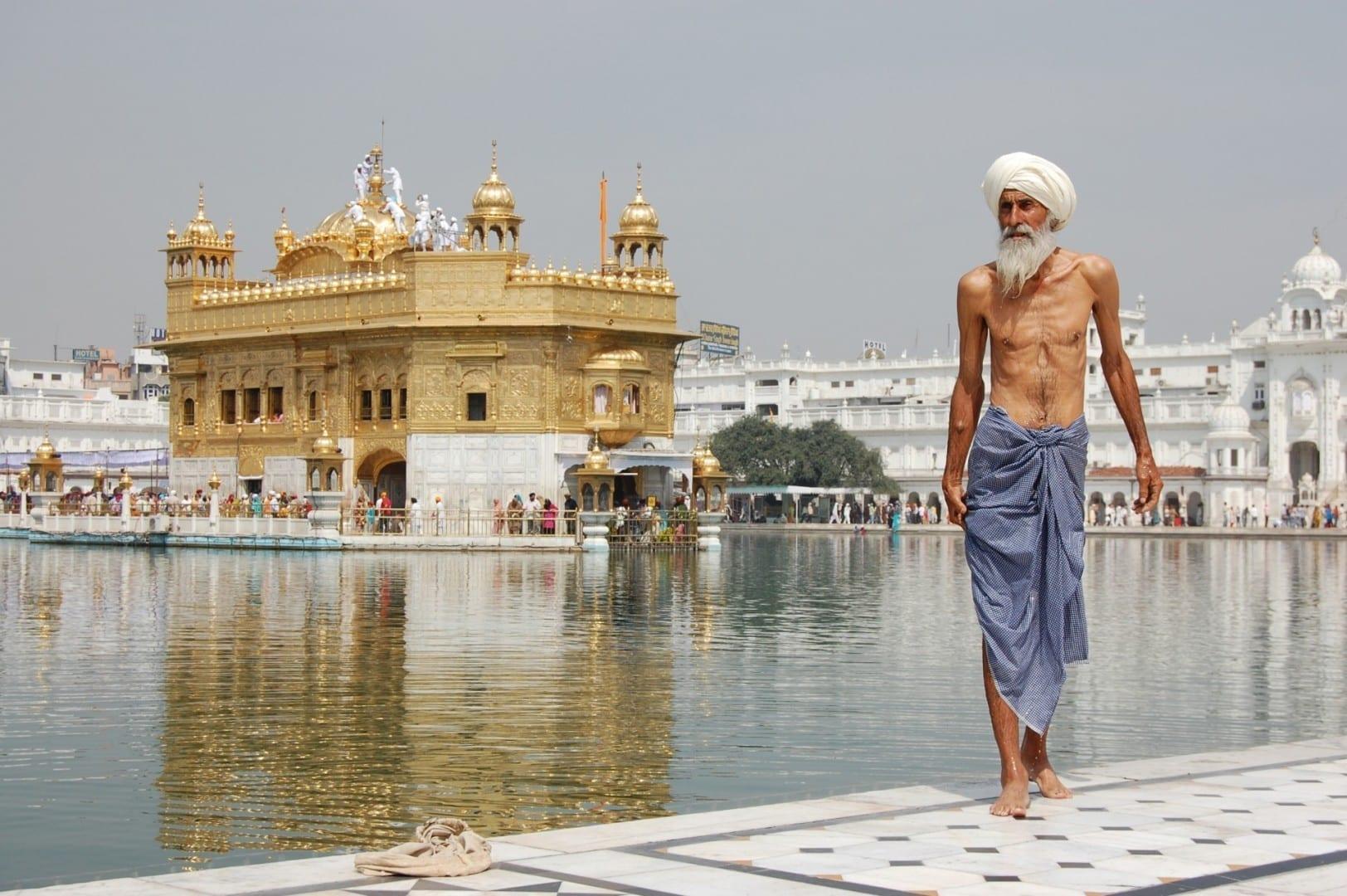 Peregrino Sikh en el Templo Dorado Amritsar India