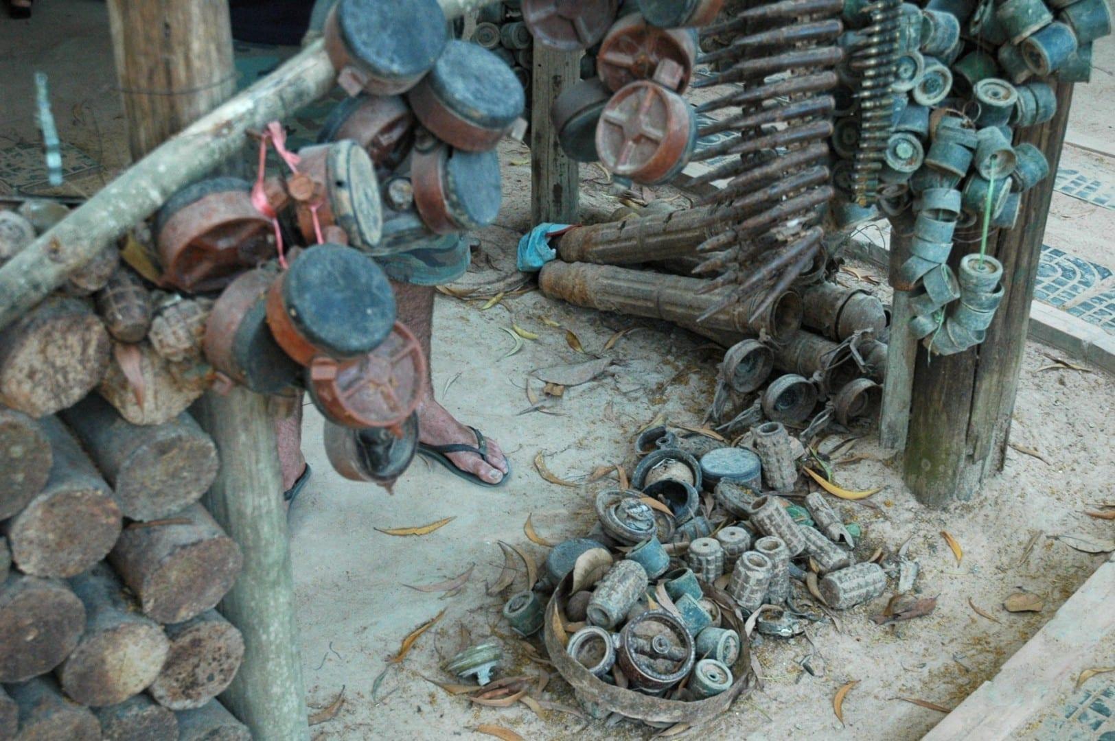 Pilas de minas, Museo de Minas Terrestres Siem Reap Camboya
