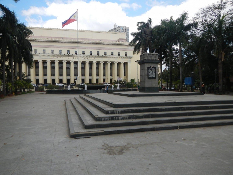 Plaza Lawton con la Oficina Central de Correos de Manila al fondo Intramuros (Manila) Filipinas