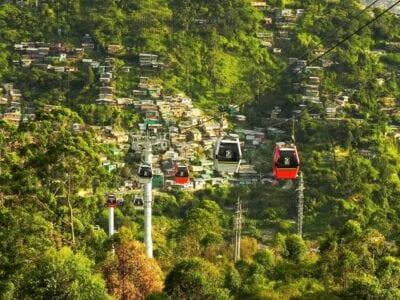Por Cable Coche Medellín Colombia