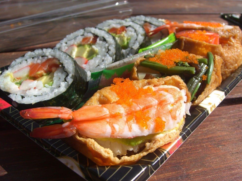 Prueba un poco de sushi en la ciudad japonesa de San José. San José CA Estados Unidos