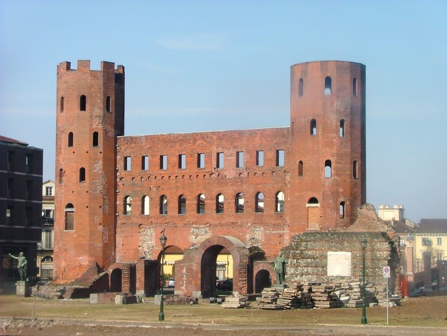 Puerta Palatina Turín Italia