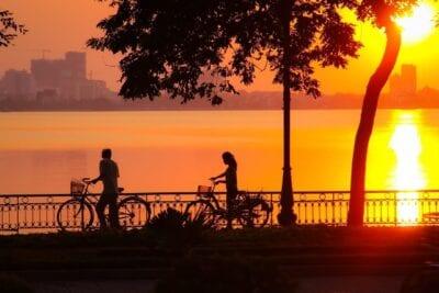 Puesta De Sol Lago Del Oeste Hanoi Vietnam