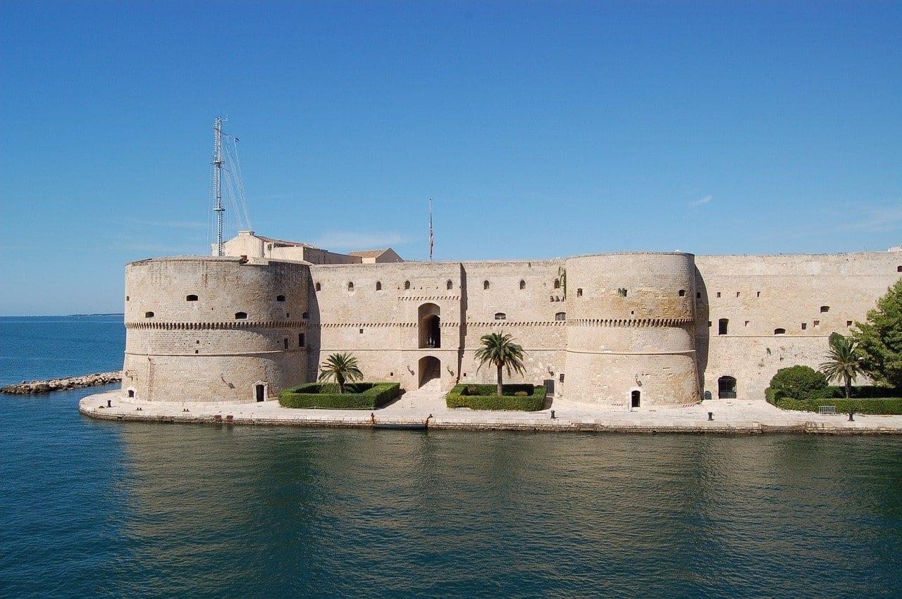 Puglia Taranto Castillo Italia