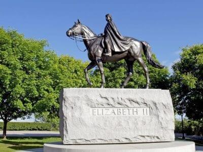 Reina Isabel Estatua Ottawa Canadá