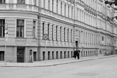 Riga La Construcción De Blanco Y Negro Letonia