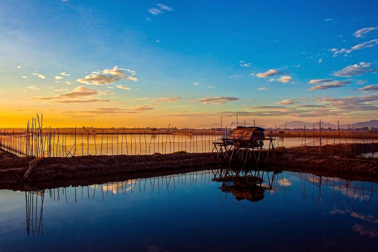 Salida Del Sol Laguna Hue Vietnam