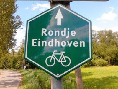 Señal de dirección alrededor de Eindhoven Eindhoven Países Bajos