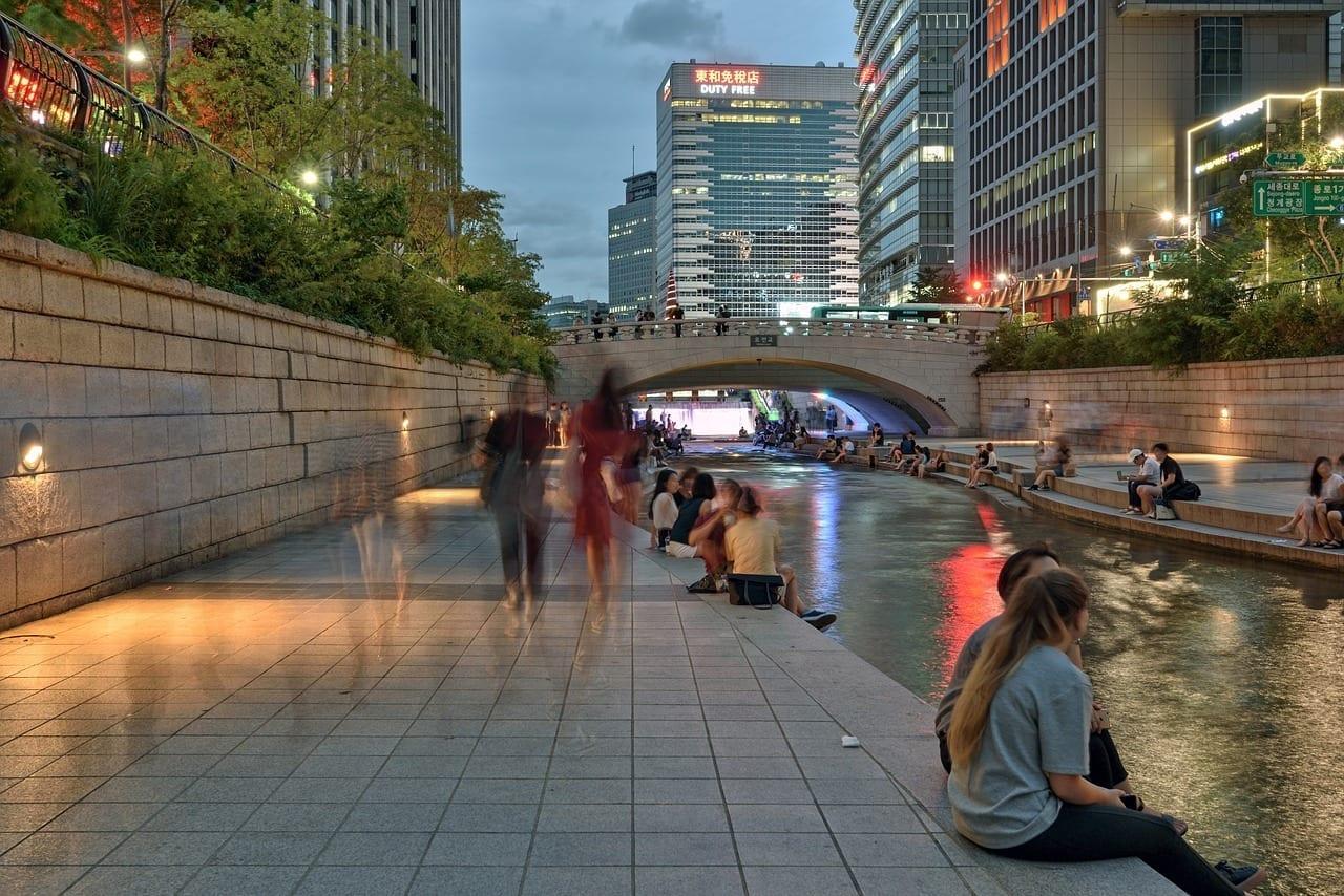 Seúl Cheonggyecheon Stream Vista De Noche Corea del Sur