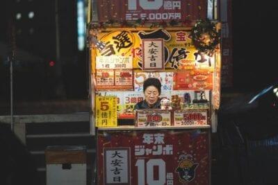 Shinjuku Kiosco Calle Japón