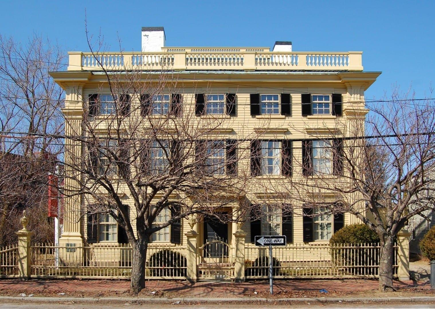 Situado en una de las calles más históricas de América en el 80 Federal Street en el Distrito Histórico Samuel McIntyre (1782) Salem MA Estados Unidos