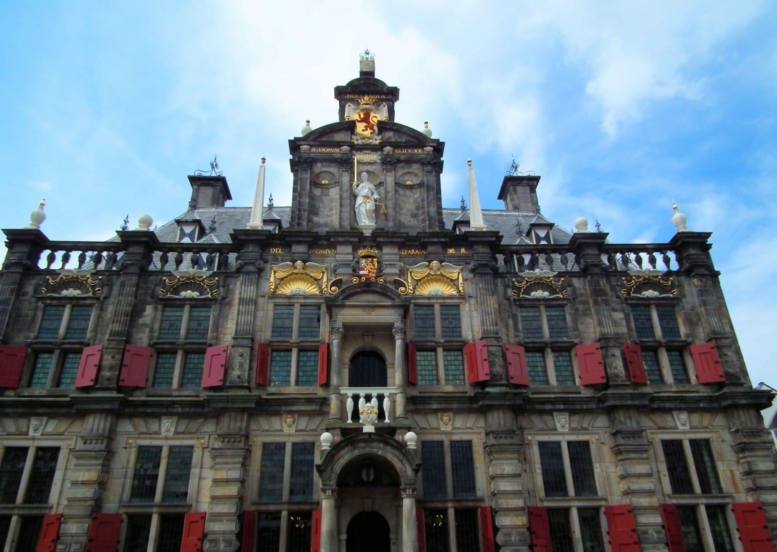 Stadhuis de cerca Delft Países Bajos