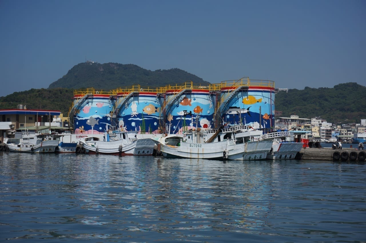 Tanques de colores en la isla de Cijin Kaohsiung Taiwán
