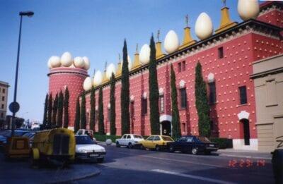 Teatro Museo Gala Salvador Dalí edificio desde el exterior Figueres España