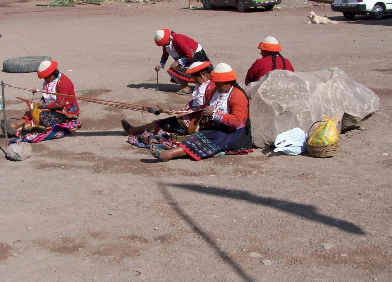 Tejedores de ccaccaccollo Cuzco Perú