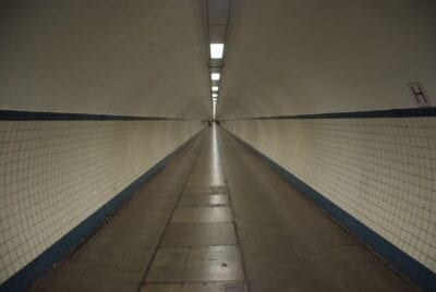 Toma el Sint-Anatunnel bajo el Schelde... Amberes Bélgica
