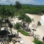 Toques de Robinson Crusoe en Dream Beach Nusa Lembongan Indonesia
