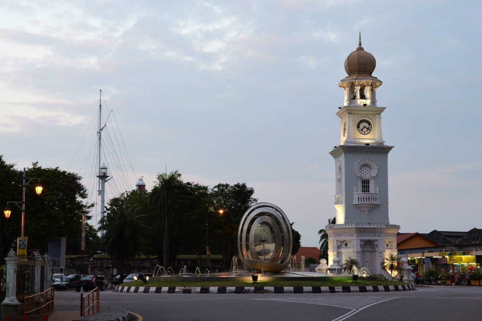 Torre del reloj en memoria de la Reina Victoria George Town Malasia