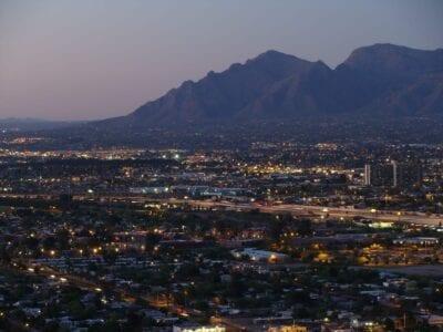 Tucson con las montañas de Santa Catalina Tucsón AZ Estados Unidos