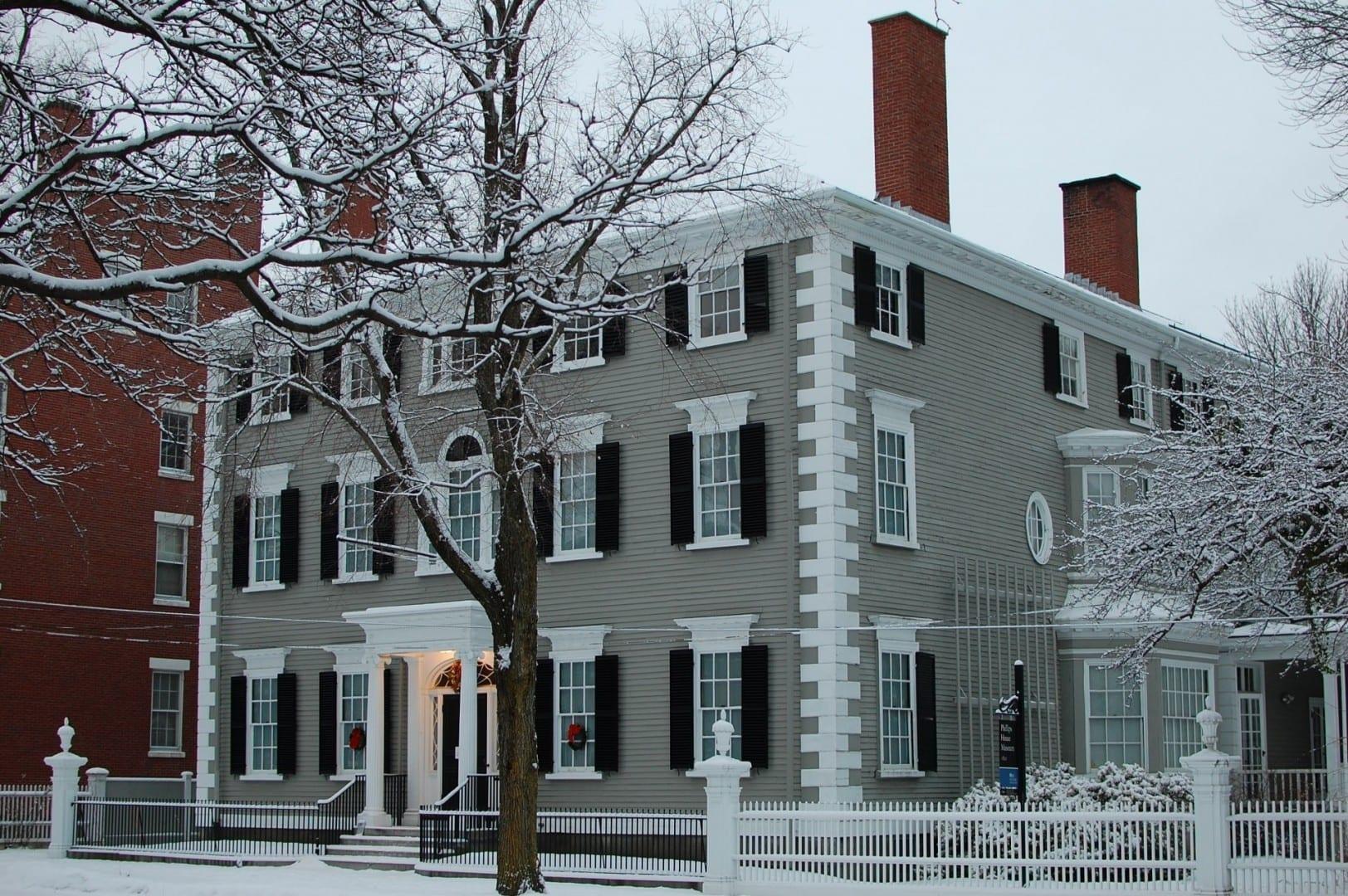 Ubicado en el Distrito Histórico Samuel McIntyre - 34 Chestnut Street por Samuel McIntire (1800) Salem MA Estados Unidos