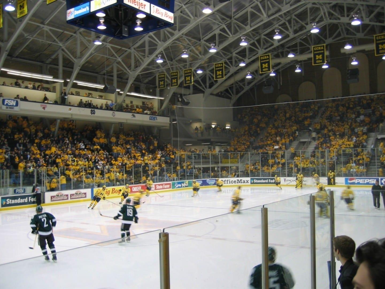 Un juego de Hockey en el Yost Ice Arena Ann Arbor Estados Unidos