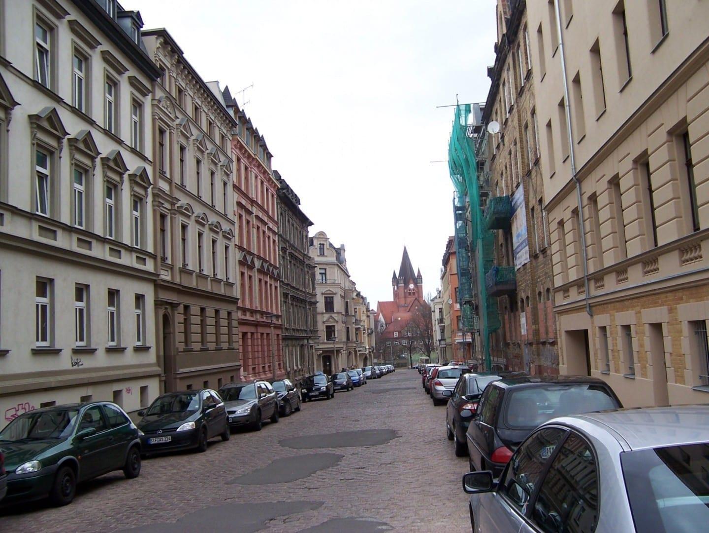 Una calle del distrito de Paulusviertel Halle Alemania