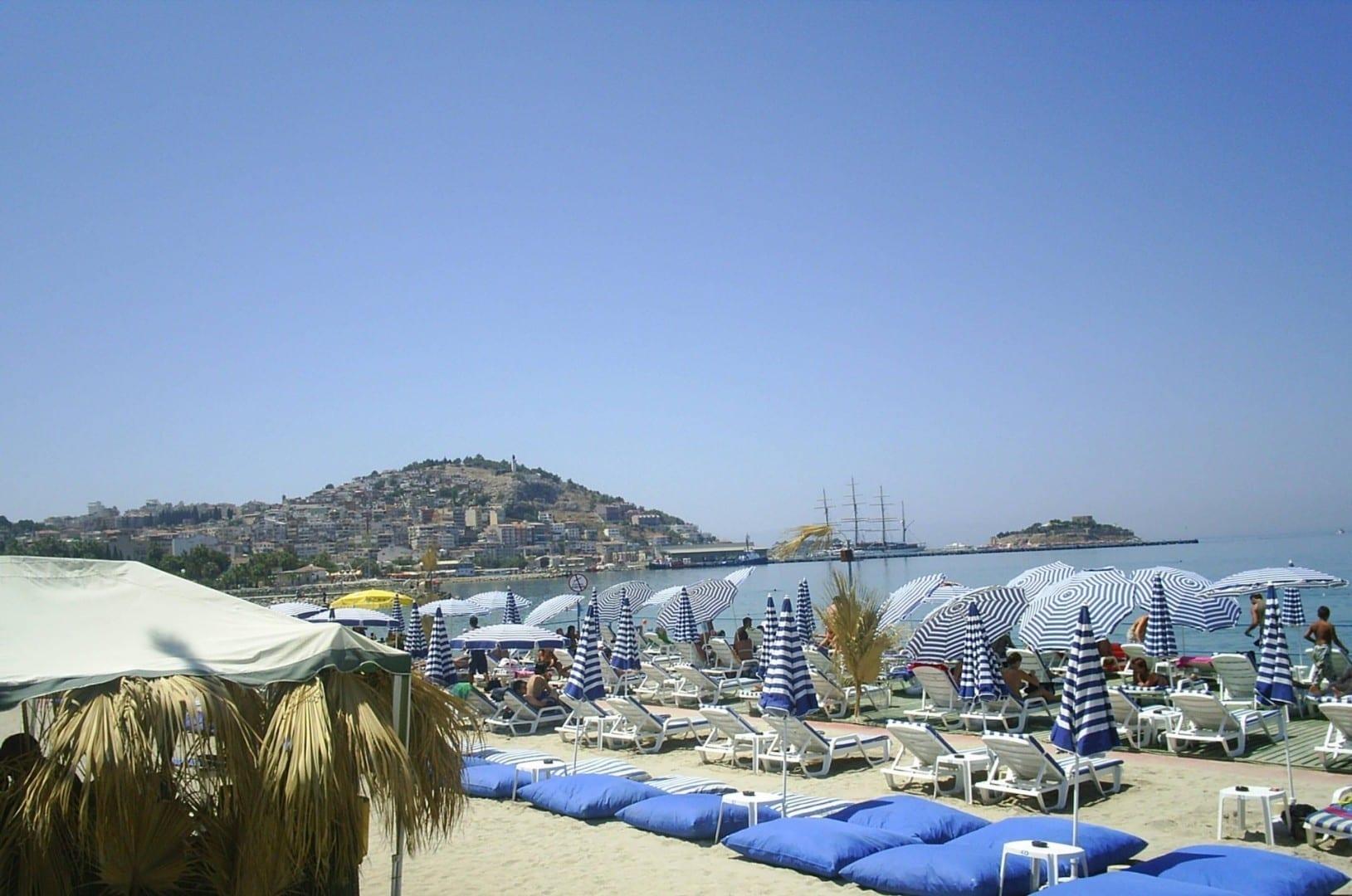 Una playa en Kuşadası Kusadasi Turquía