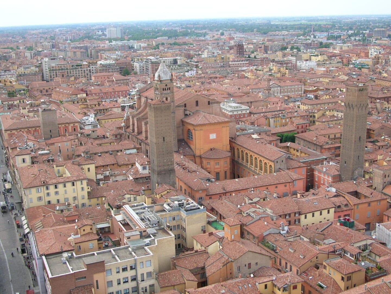 Una vista de Bolonia desde arriba Bolonia Italia