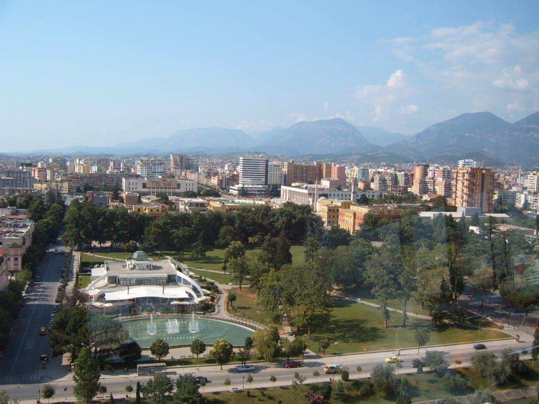 Una vista del centro de Tirana desde Skytower Tirana Albania