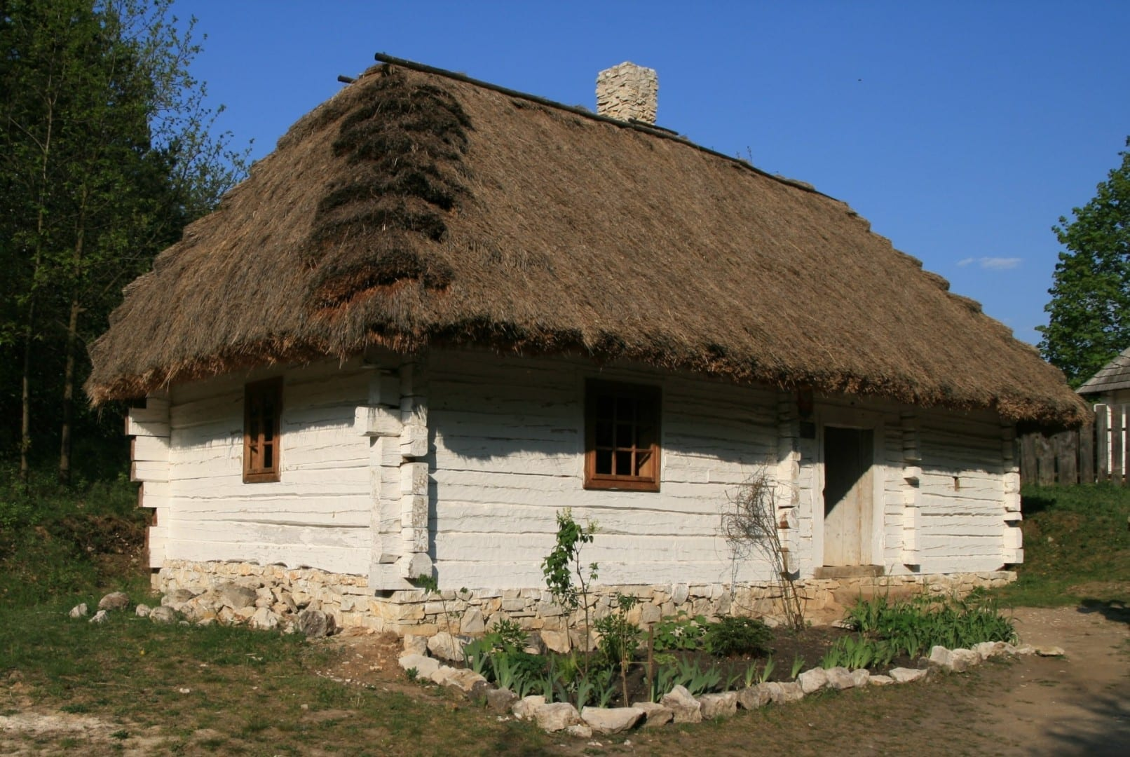 Uno de los edificios reunidos en el Museo de la Aldea de Kielce Kielce Polonia
