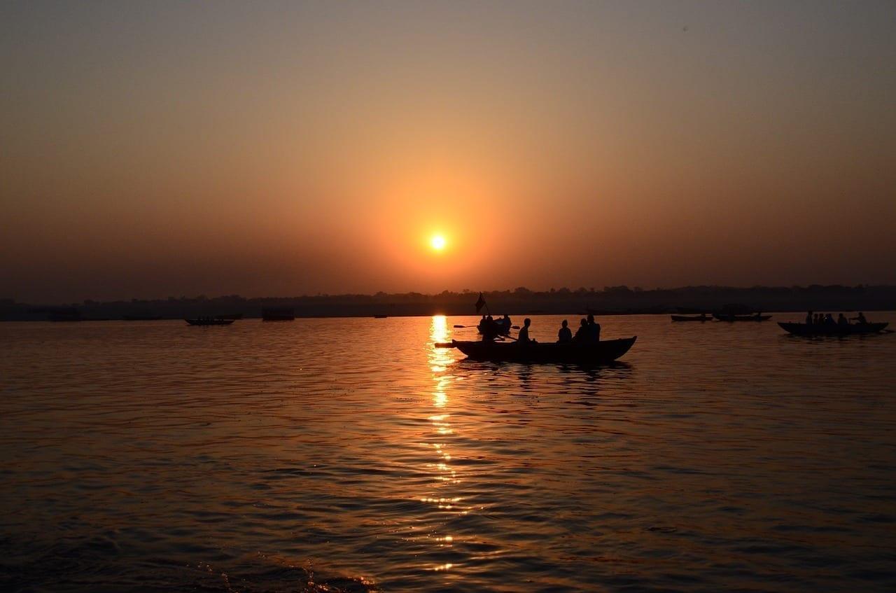 Varanasi Ganges Santo India