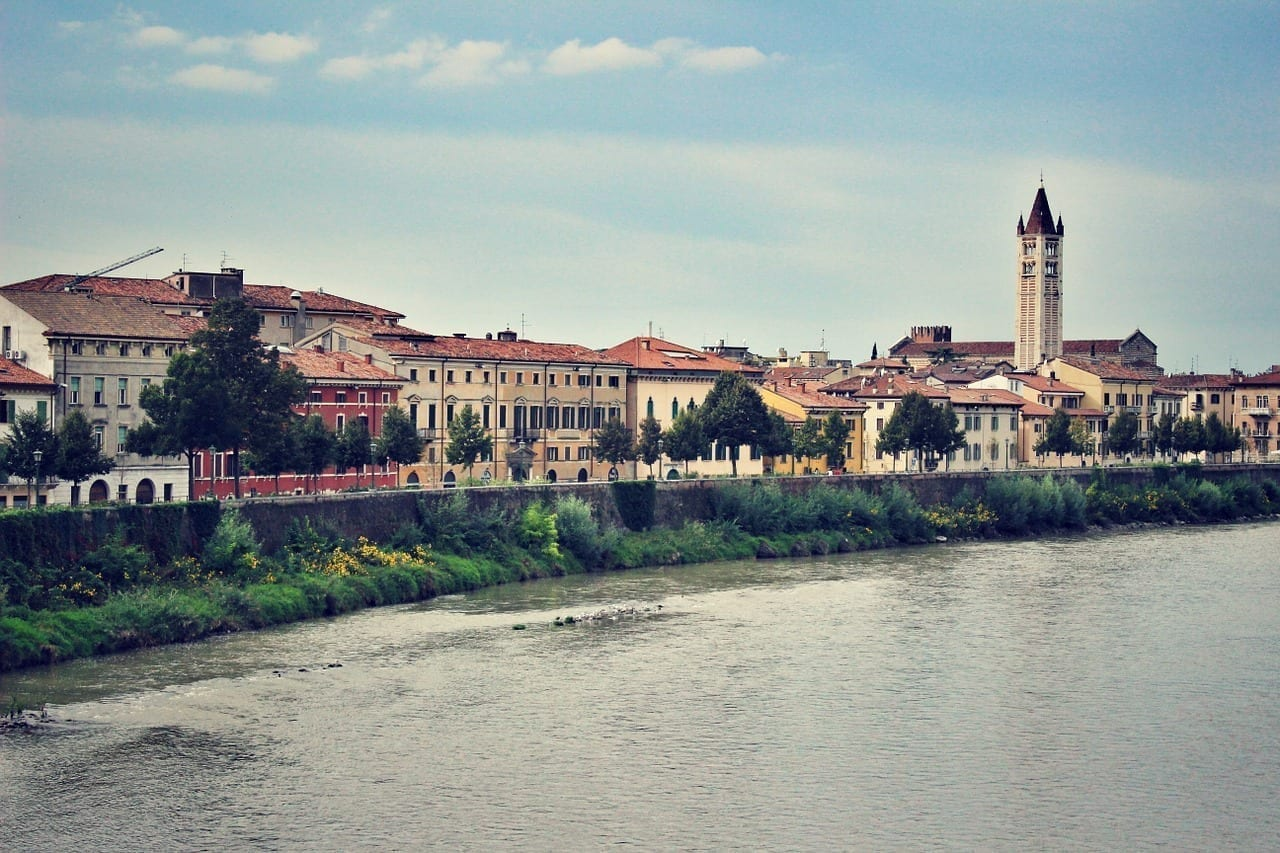 Verona Italia Río Italia
