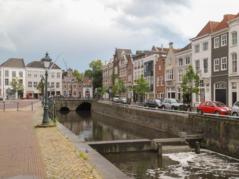 Vista de la calle en la ciudad Bolduque Países Bajos