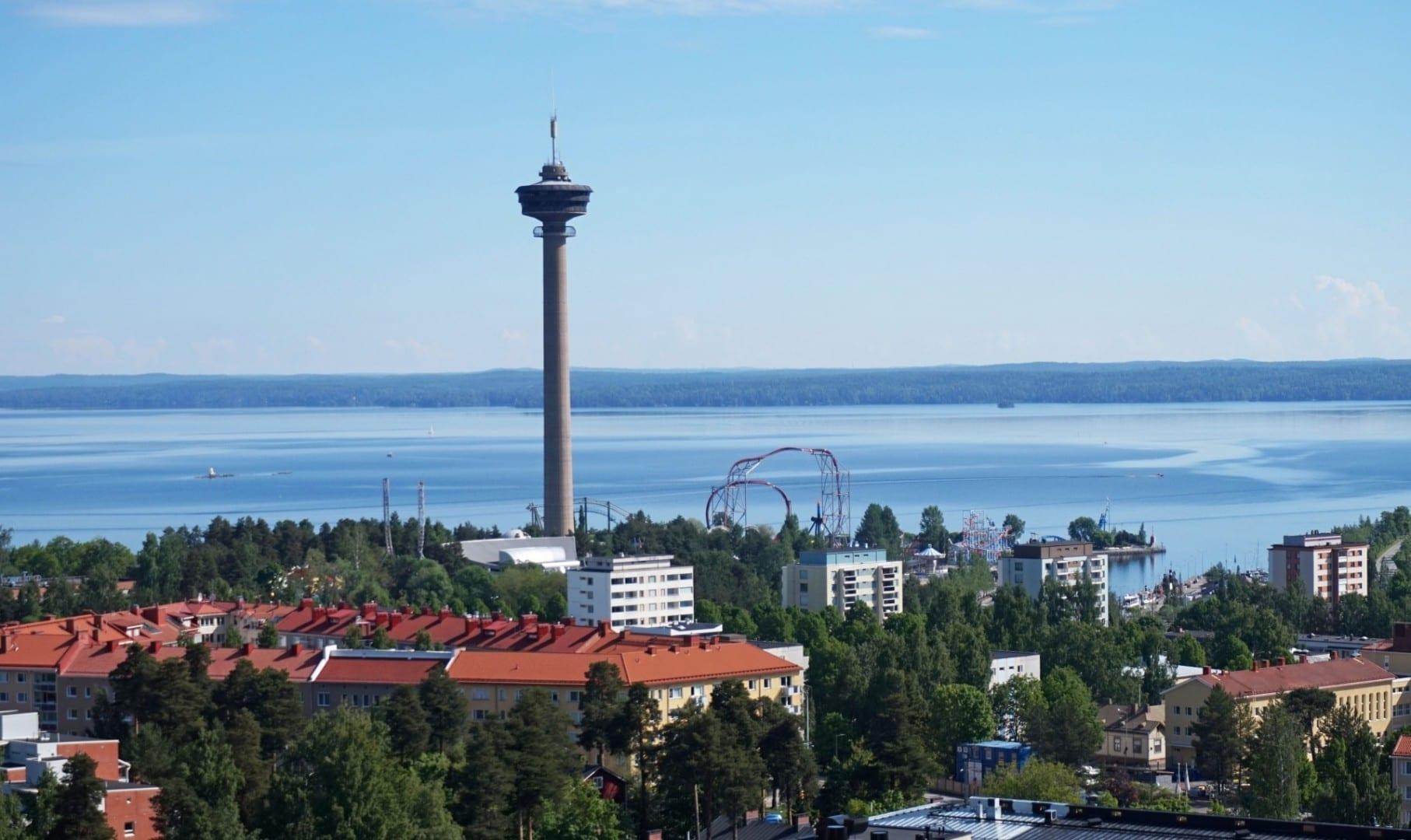 Vista de la torre de Näsinneula en Tampere Tampere Finlandia