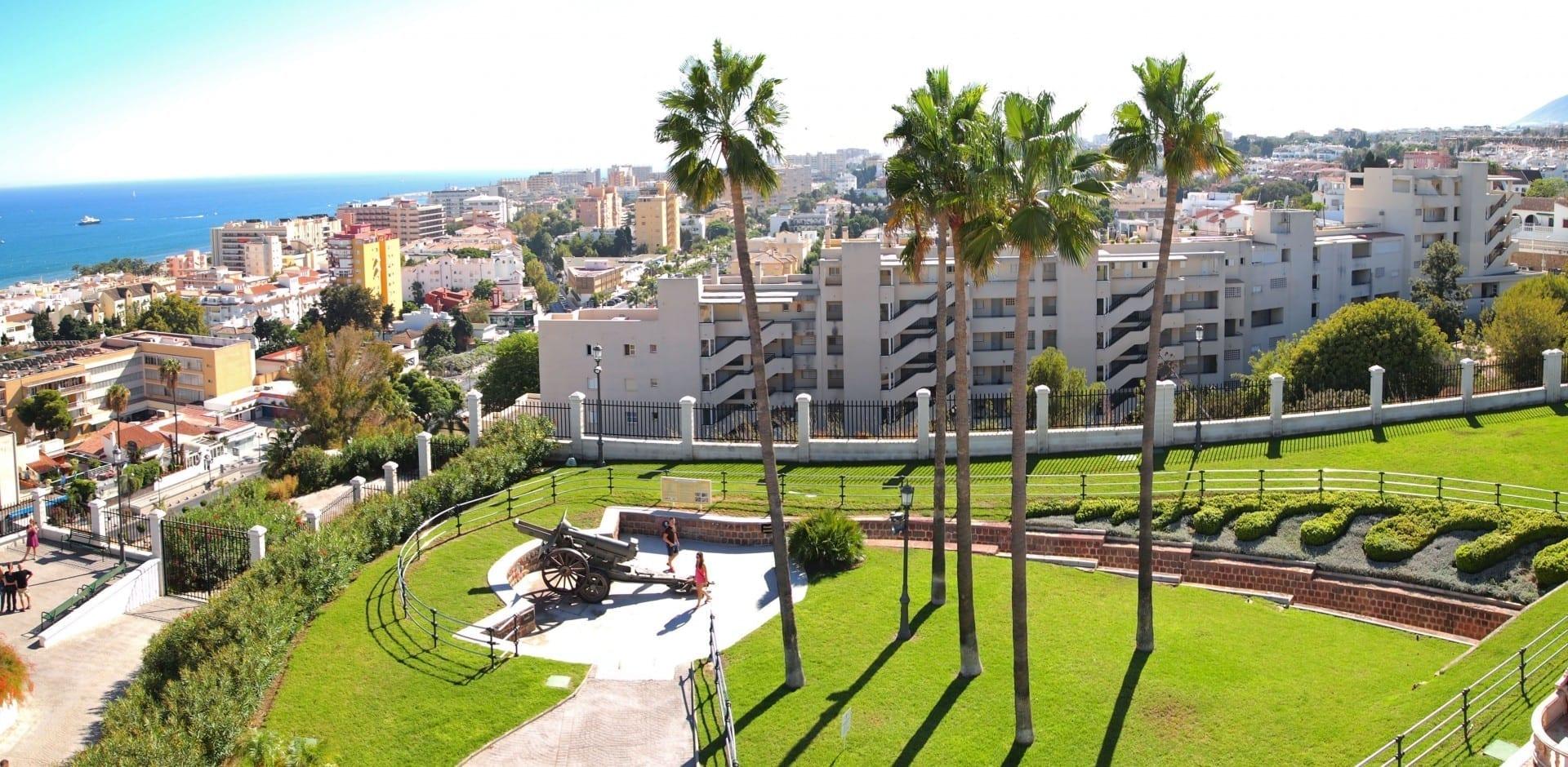 Vista desde la Torre Mirador en el parque La Batería hacia el sur. Torremolinos España