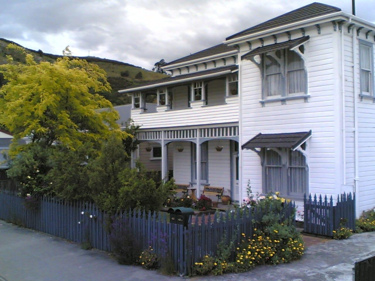 1897 Amber House con el centro de Nueva Zelanda visible por encima de la línea del techo). Nelson Nueva Zelanda