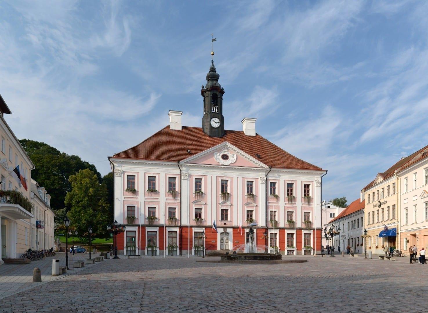 Ayuntamiento de Tartu, donde se encuentra el Centro de Información Turística. Tartu Estonia