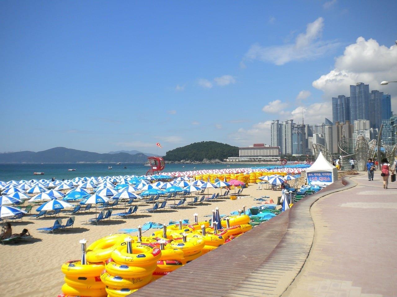 Busan Playa Haeundae Paraguas Corea del Sur