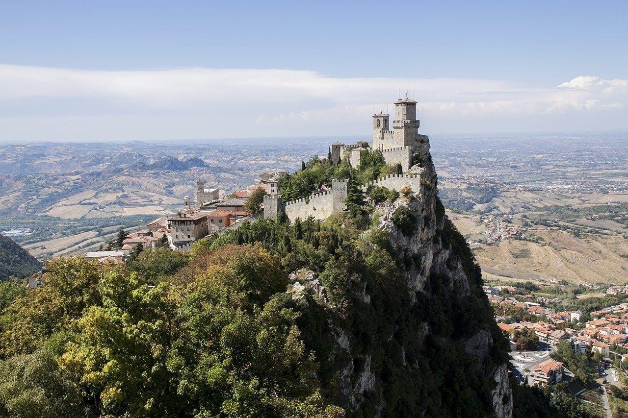 Castillo De San Marino Castillo De San Marino El Estado San Marino