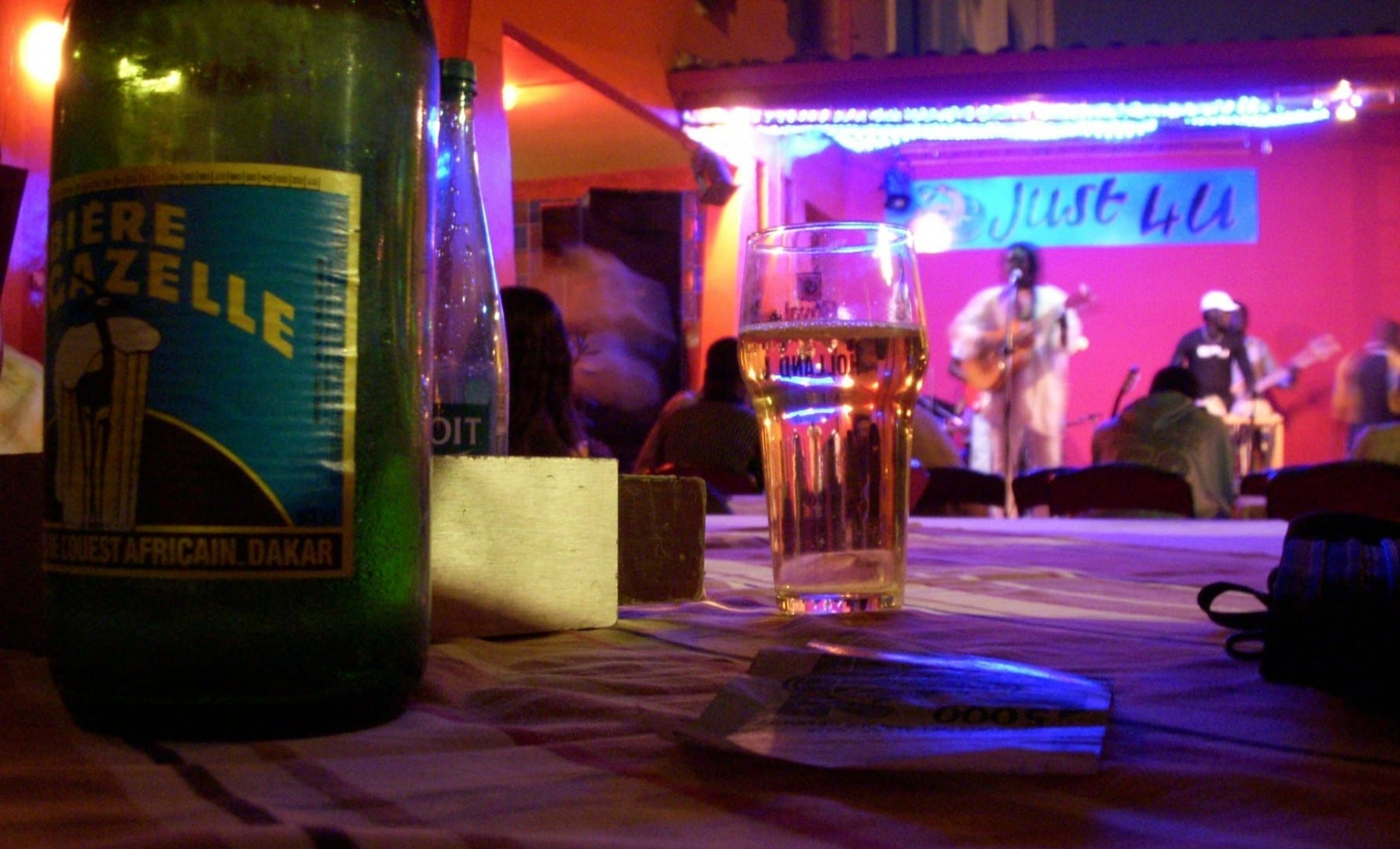 Cerveza y música Dakar Senegal