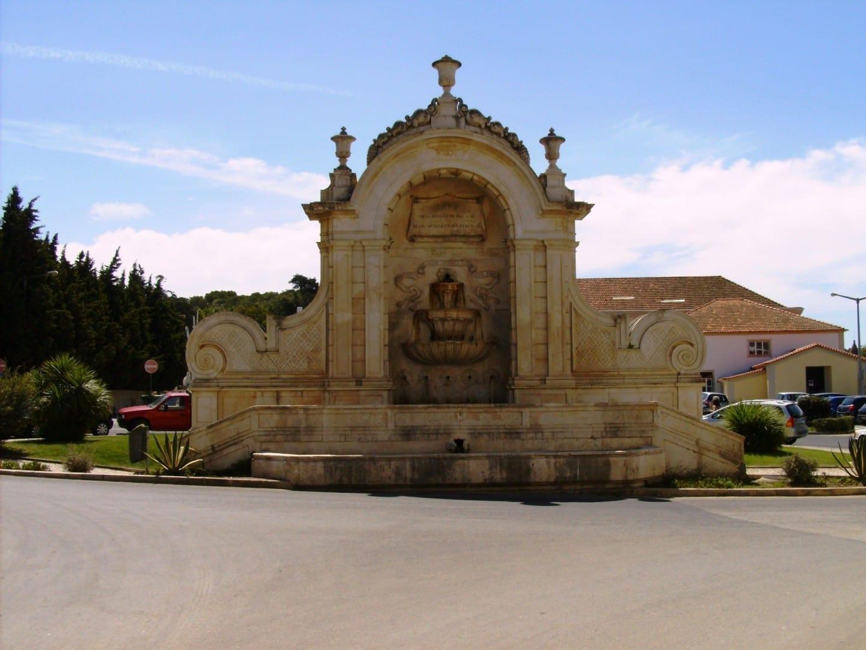 Chafariz das Cinco Bicas, una fuente de agua barroca. Caldas da Rainha Portugal