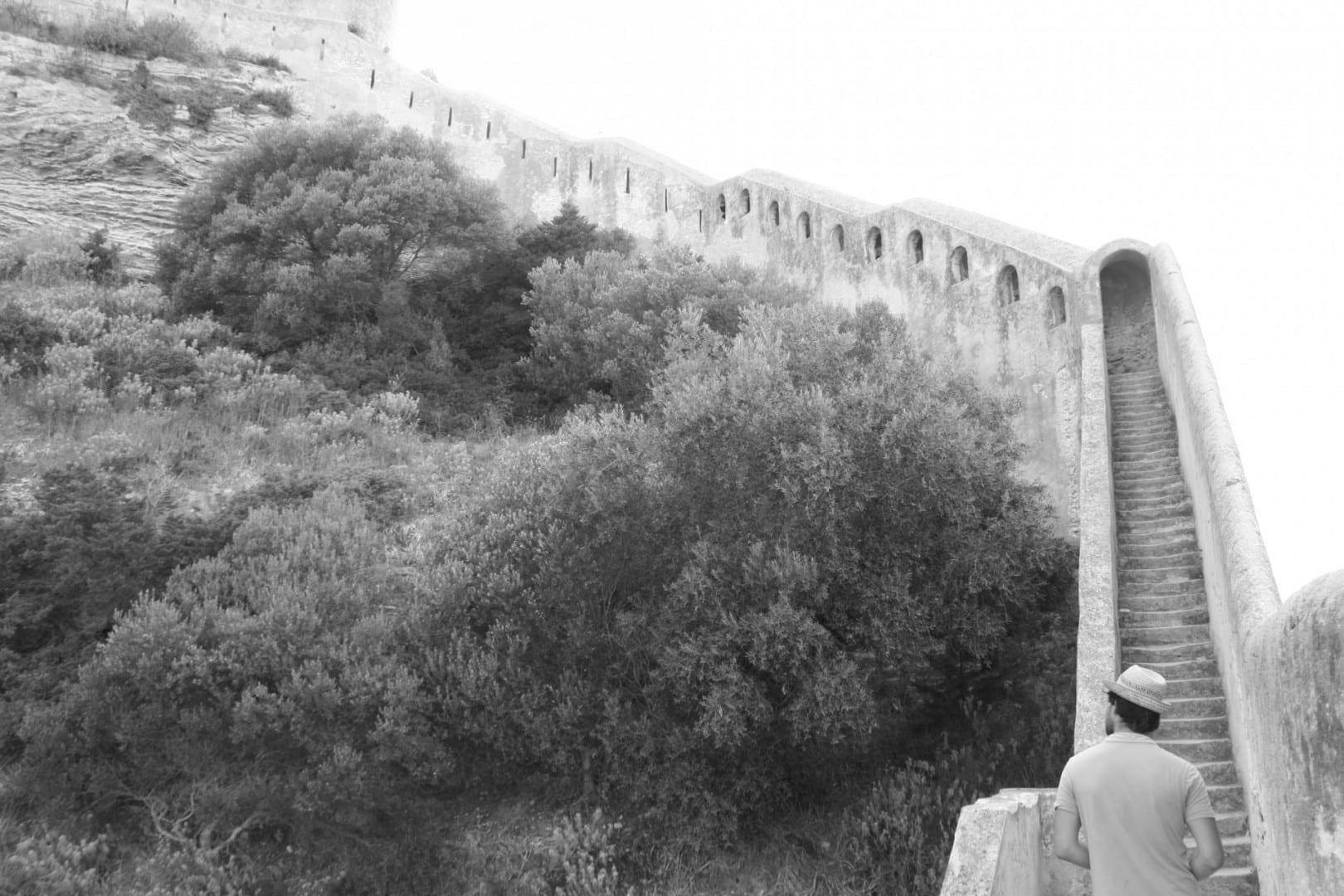 Chemin de Ronde, que está cerrado Bonifacio, Córcega Francia