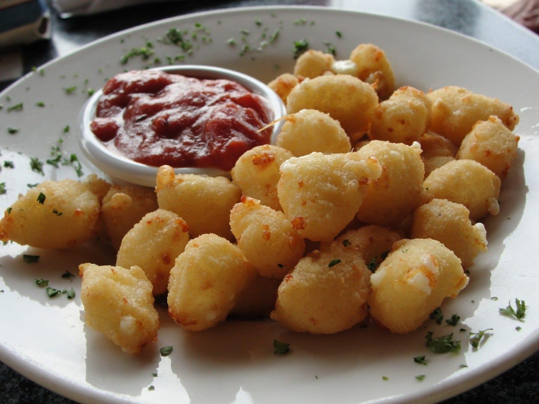 Cuajada de queso frito, una delicadeza de Wisconsin Green Bay WI Estados Unidos