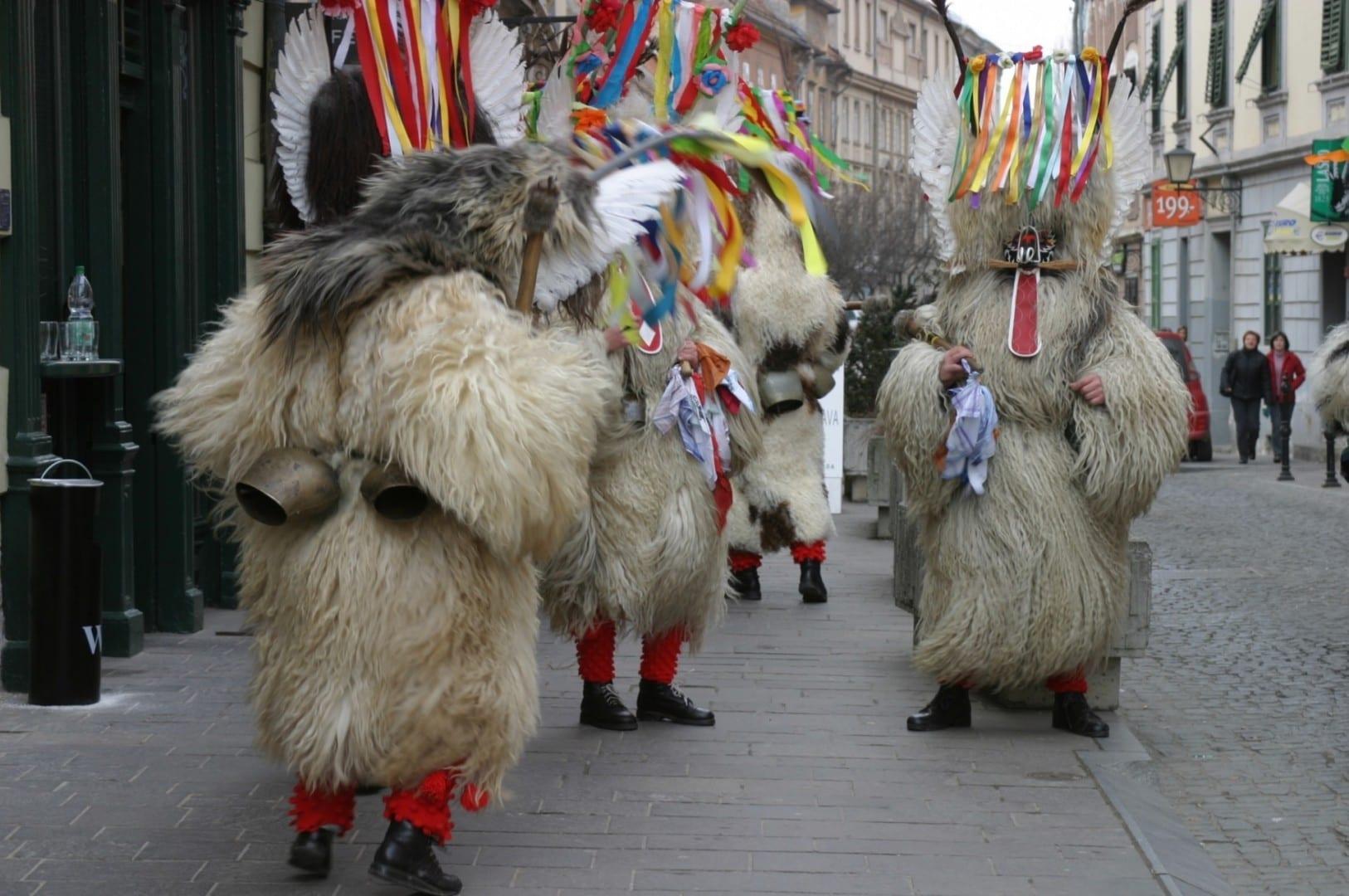 Disfraz de Kurenti en Kurentovanje Ptuj Eslovenia