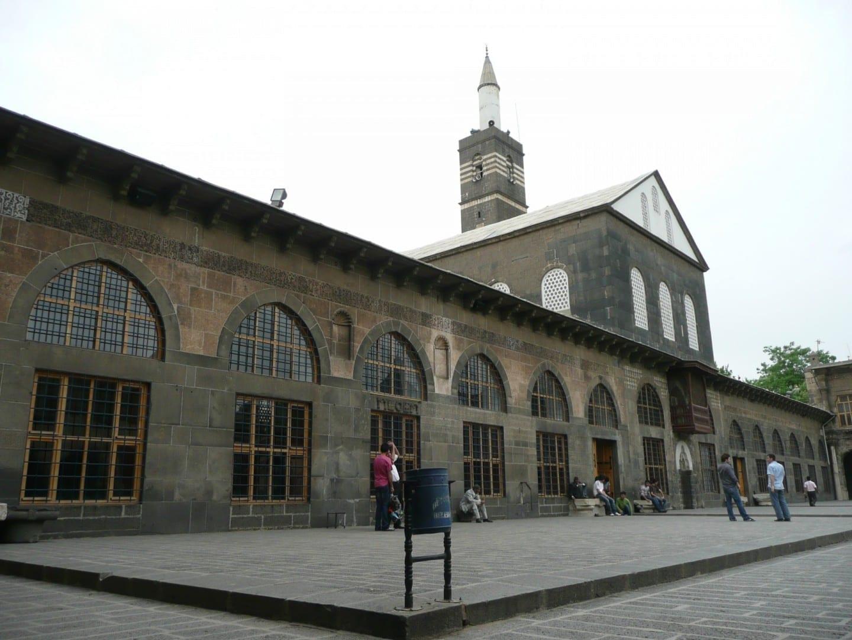 Diyarbakır's Ulu Camii o gran mezquita, construida en 1091. Diyarbakir Turquía