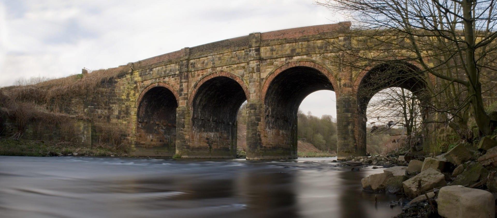 El Acueducto de Prestolee, una estructura de finales del siglo XVIII en Prestolee, Kearsley, Bolton Bolton Reino Unido